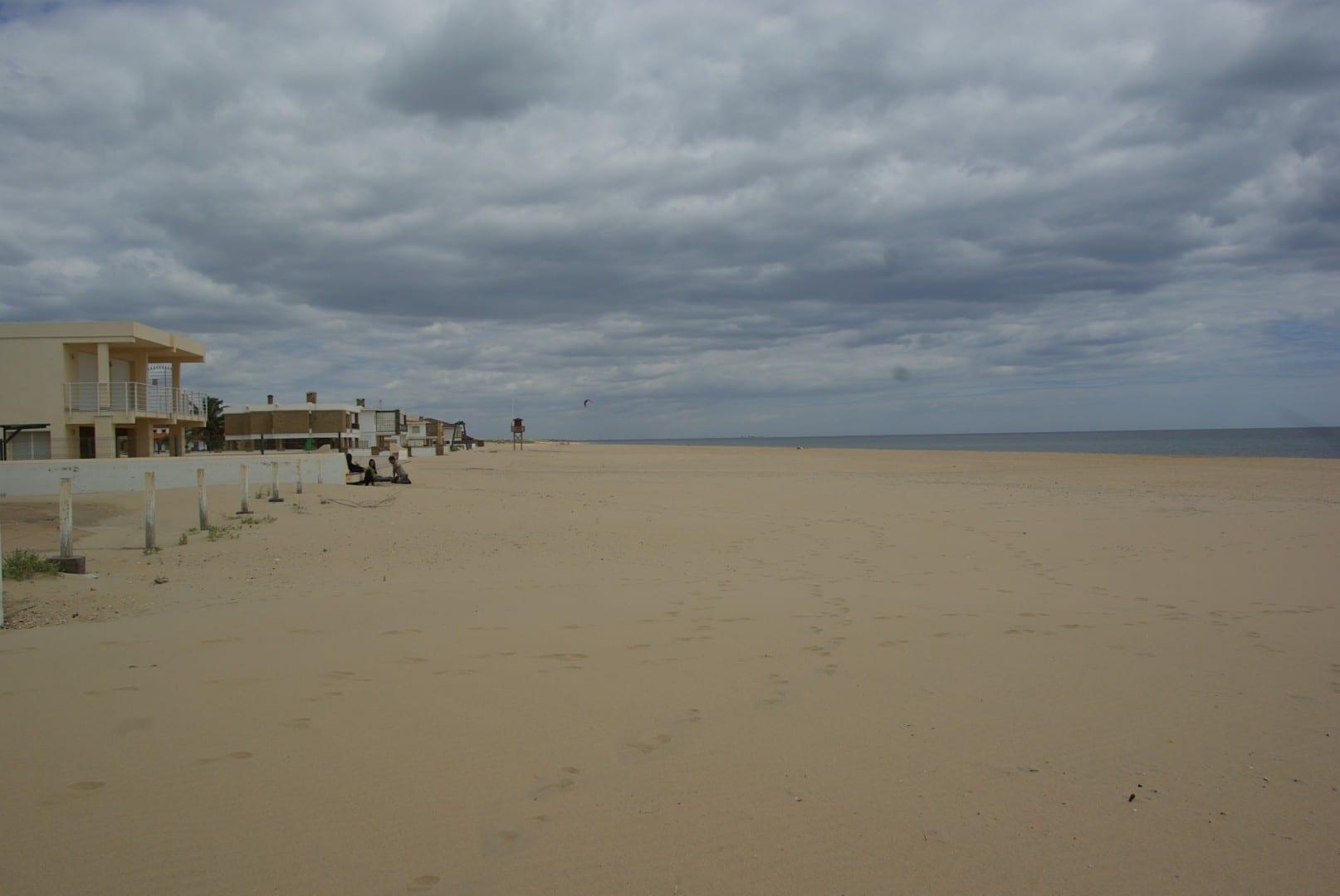 Playa vacía a finales de abril Islantilla España