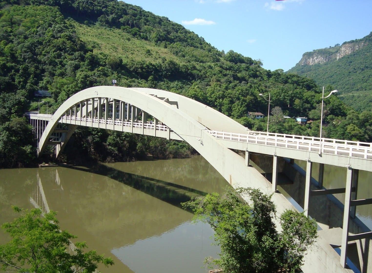 Puente sobre el río Antas. Bento Gonçalves Brasil