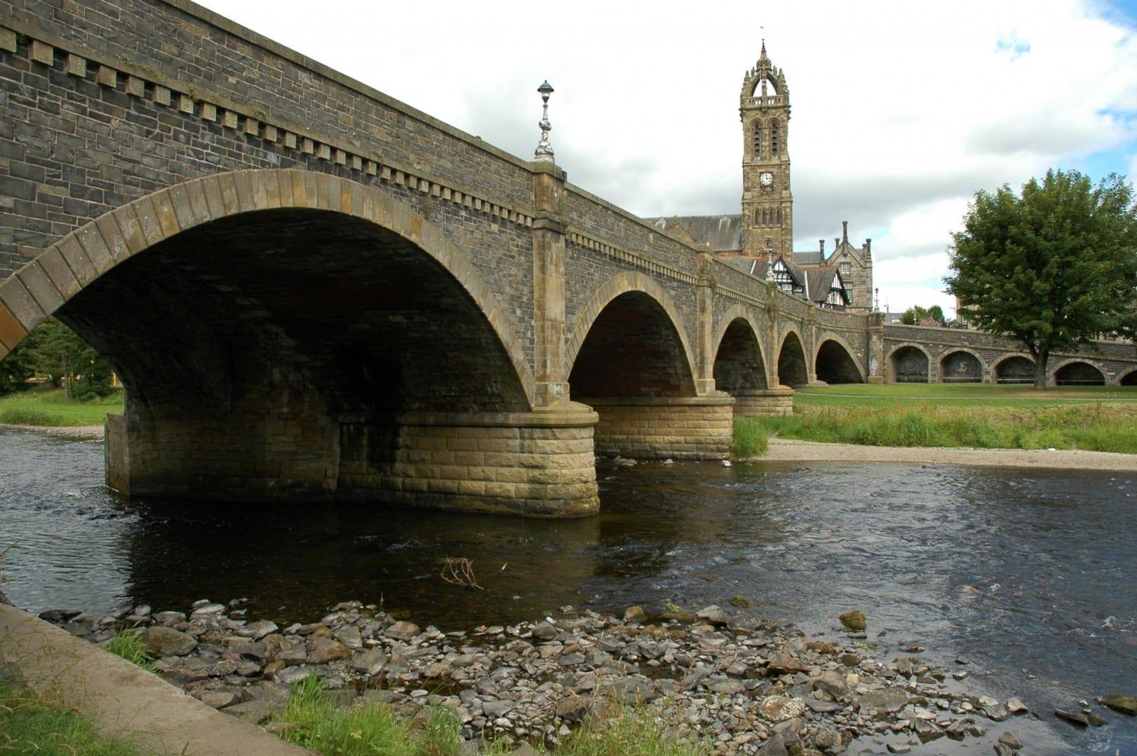 Puente sobre el río Tweed en Peebles Peebles Reino Unido