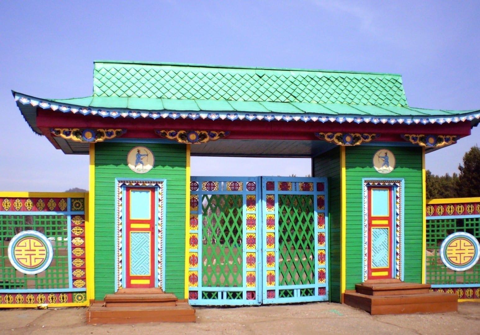 Puerta del Museo Etnográfico Ulan-Ude Rusia