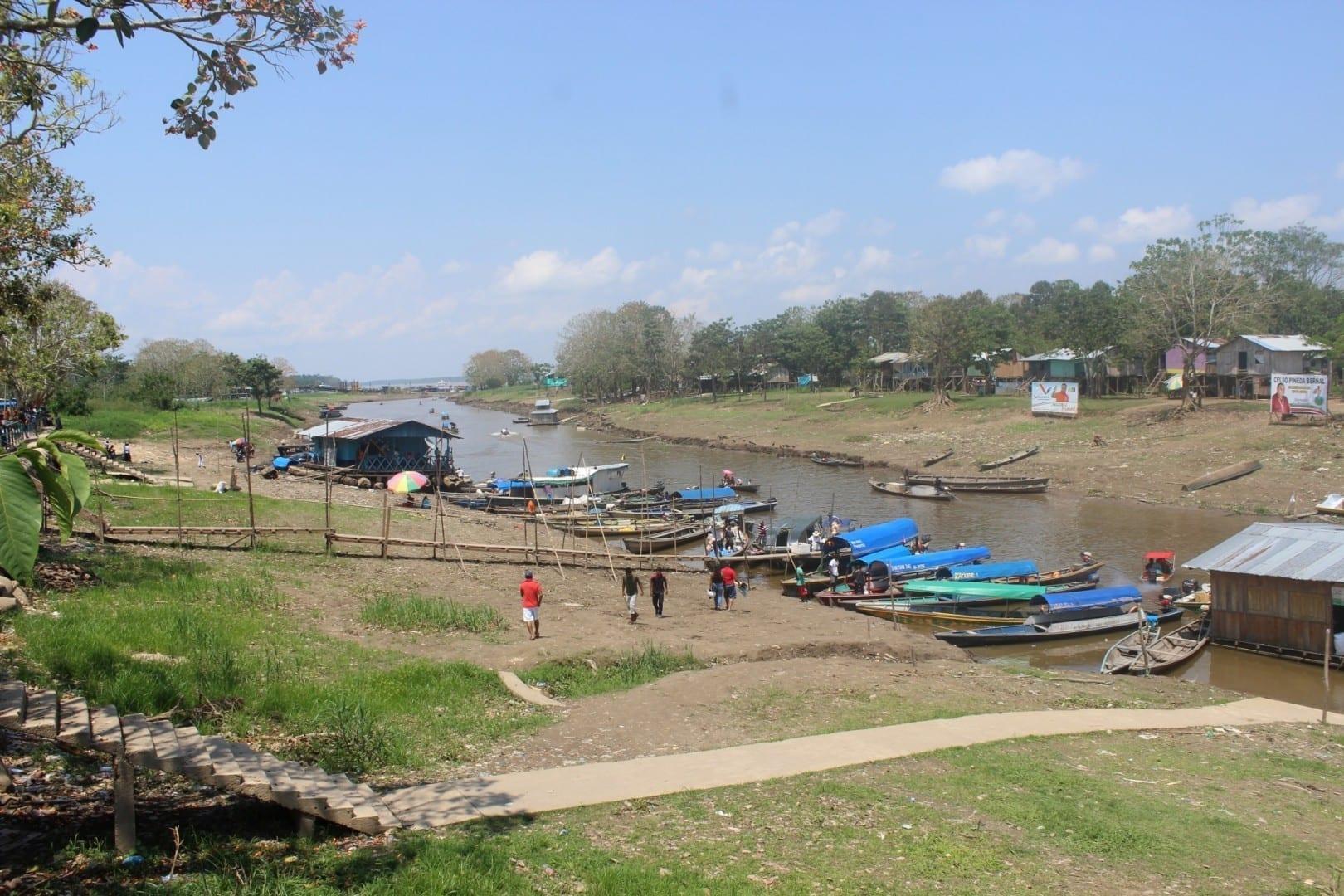 Puerto de Leticia en la estación seca Leticia Colombia