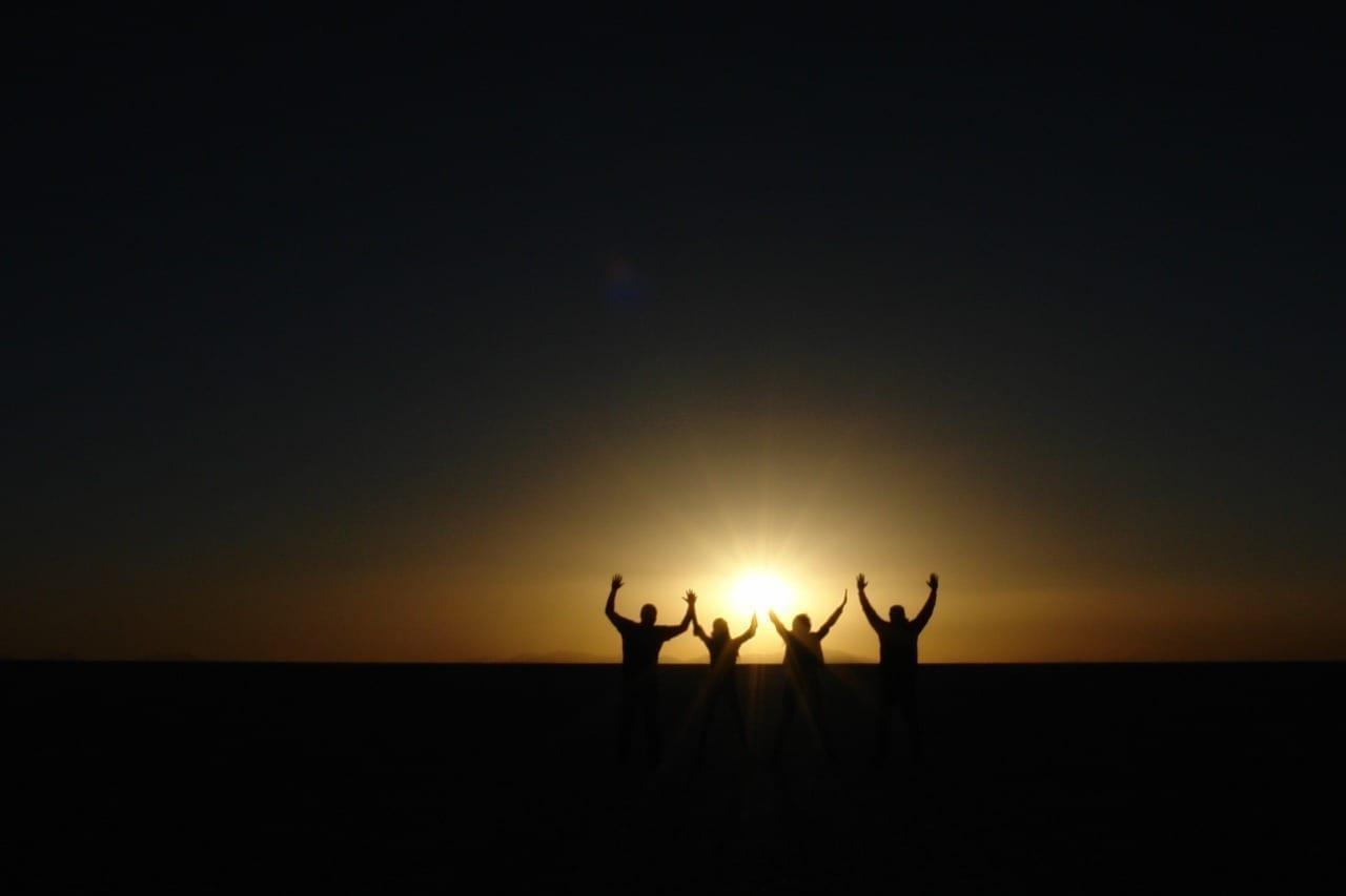 Puesta Sol Amigos Salar Uyuni Bolivia