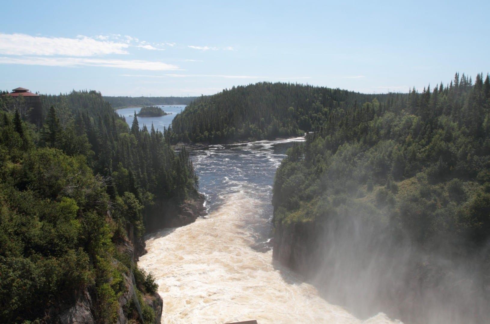 Río Sainte-Marguerite, aguas abajo de la presa Sainte-Marguerite 2 Sept-Îles Canadá