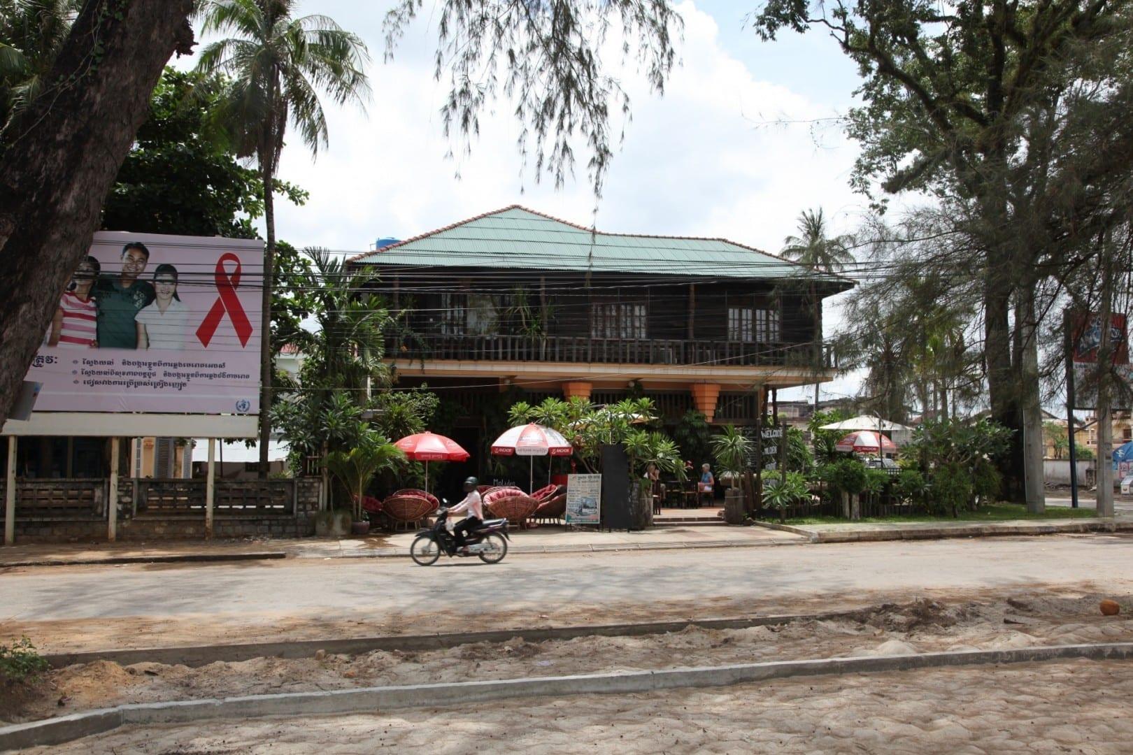 Riverside restaurant Kampot Camboya