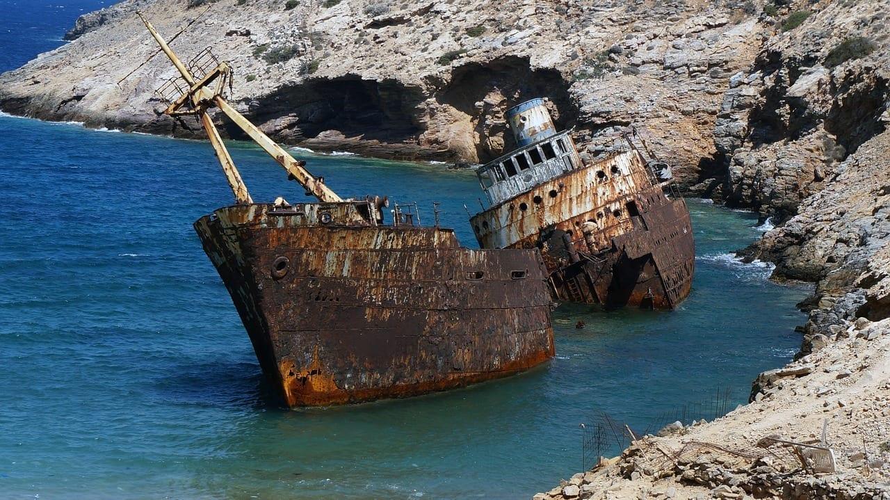 Ruina De La Nave Amorgos Isla Griega Grecia