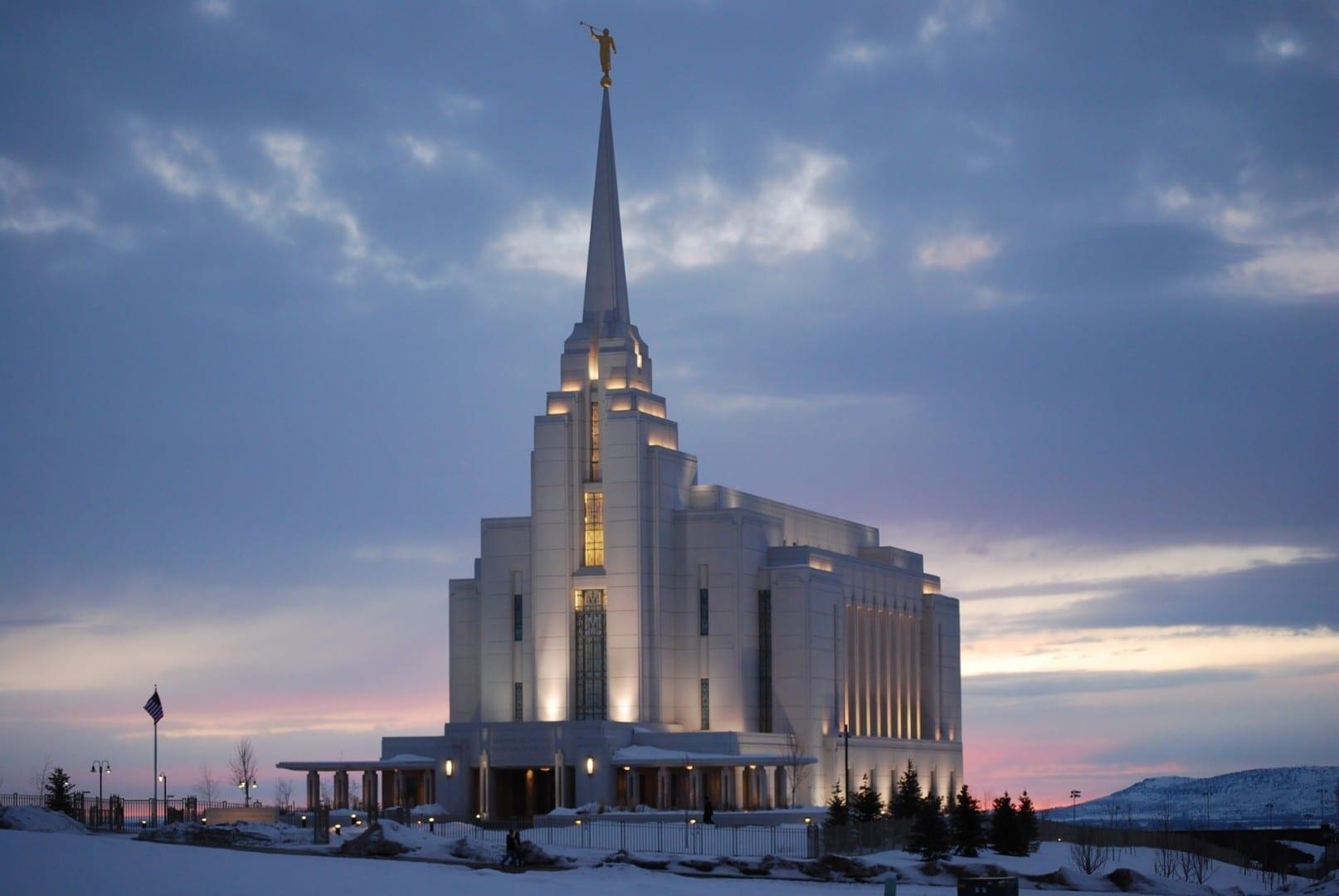 Templo de Rexburg en Sunset Rexburg ID Estados Unidos