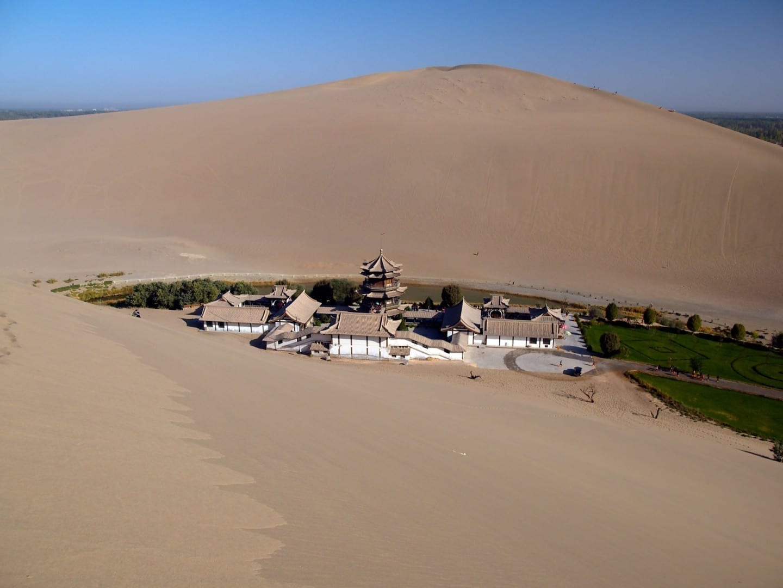 Templo en las dunas Dunhuang China