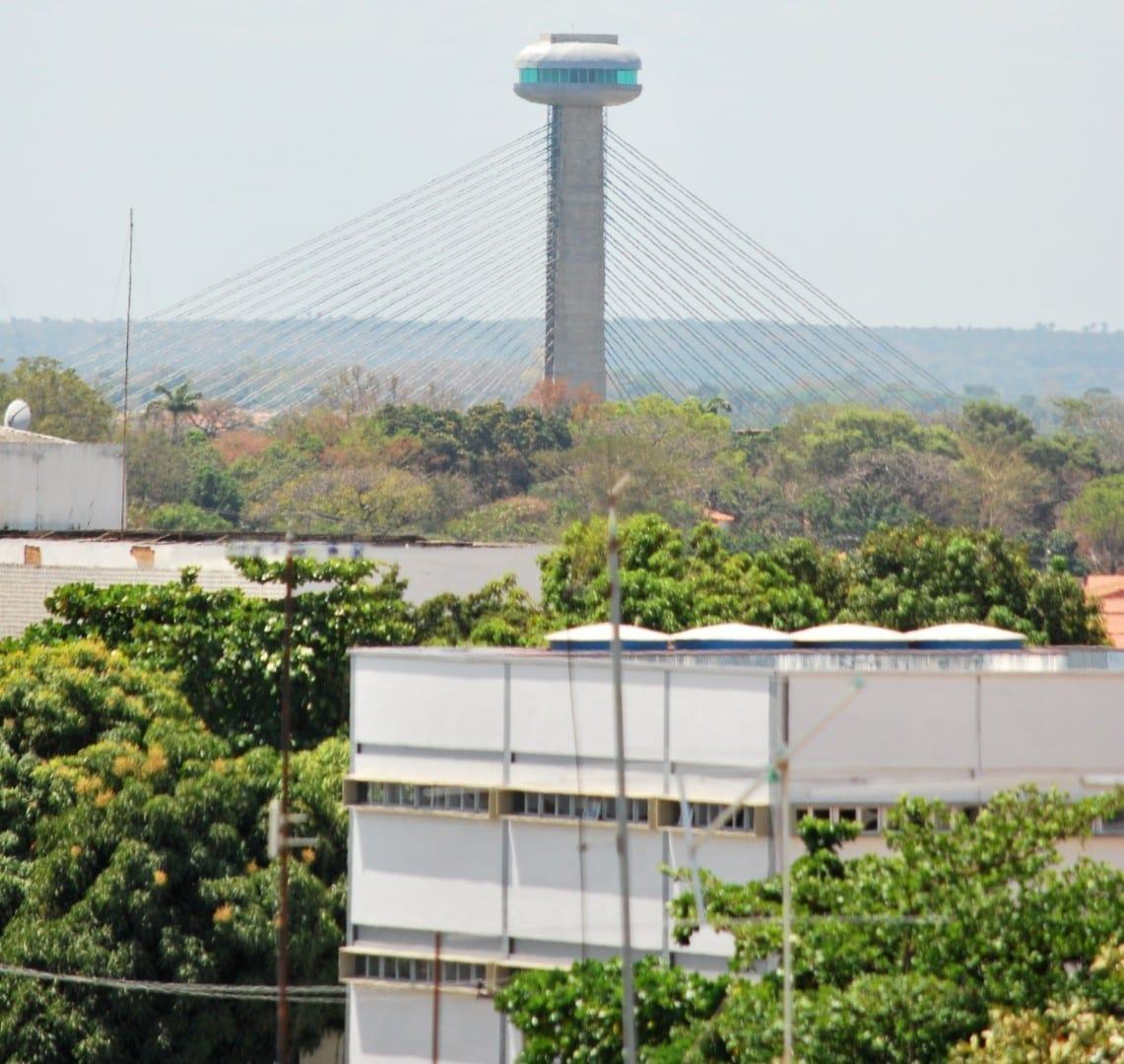 Torre de vigilancia en el Puente del Sesquicentenario Teresina Brasil