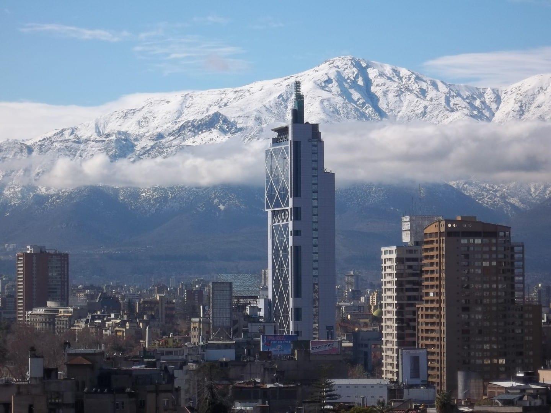 Torre Telefónica con los Andes al fondo Providencia Chile