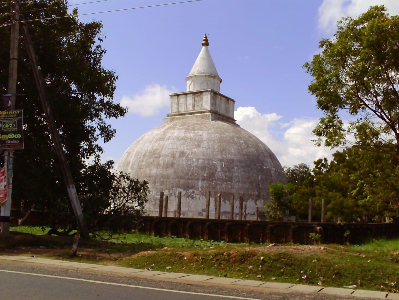 Un antiguo dagoba budista situado en Tissamaharama Tissamaharama Sri Lanka