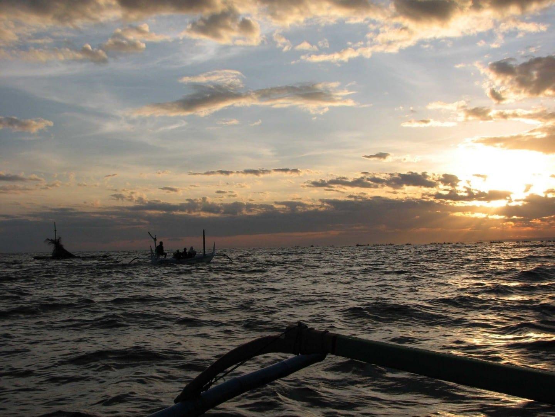 Un viaje de delfines al amanecer en Lovina Lovina, Bali Indonesia
