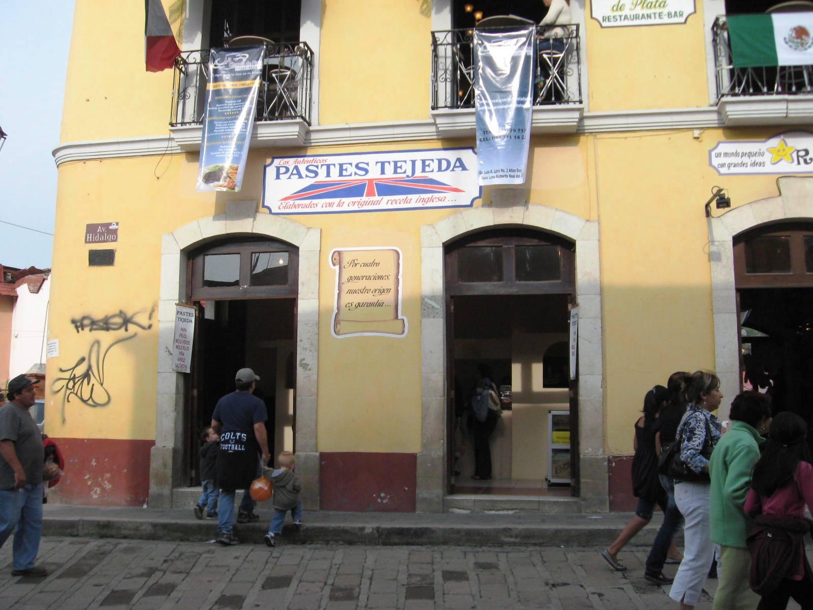 Una tienda que vende pastas, testamento de su pasado córnico Real del Monte México