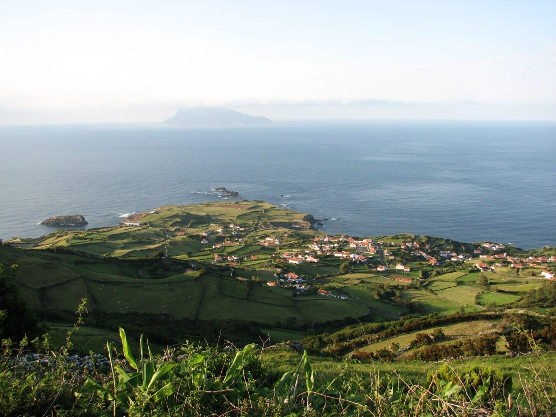 Vista de Corvo desde Ponta Delgada Isla Flores, Azores Portugal