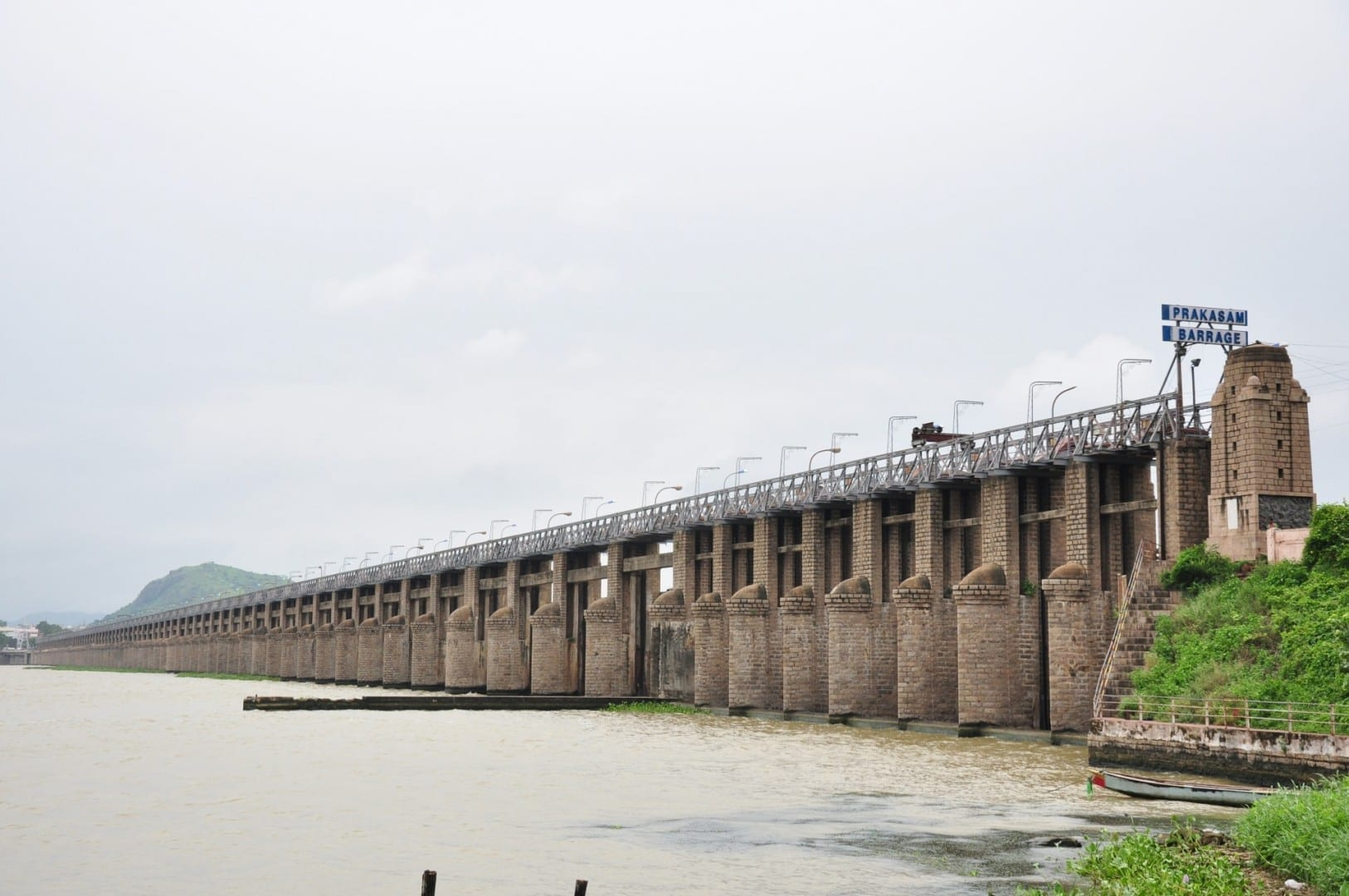 Vista de la presa de Prakasam Vijayawada India
