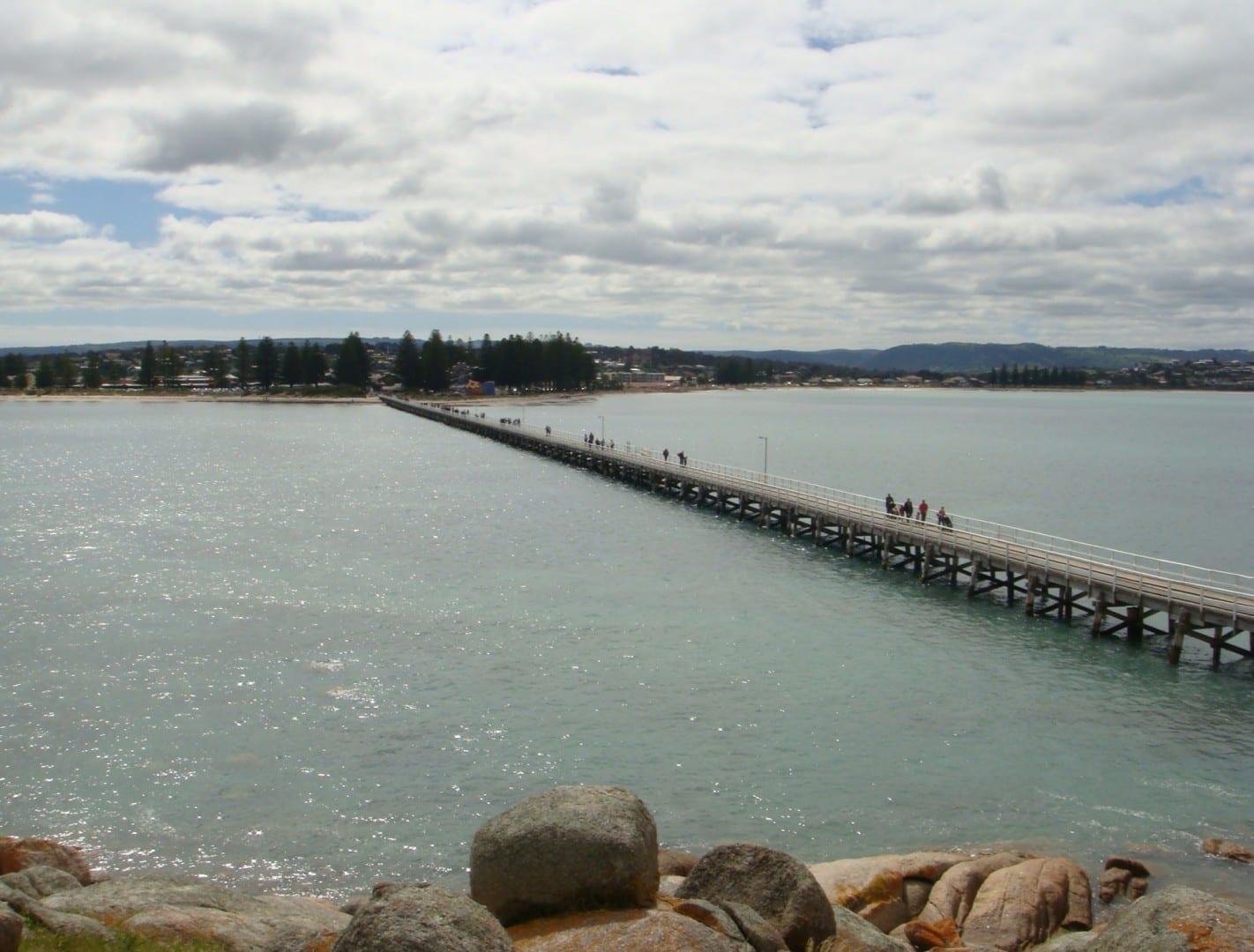 Vista de regreso a Victor Harbor desde la isla de Granito Victor Harbor Australia