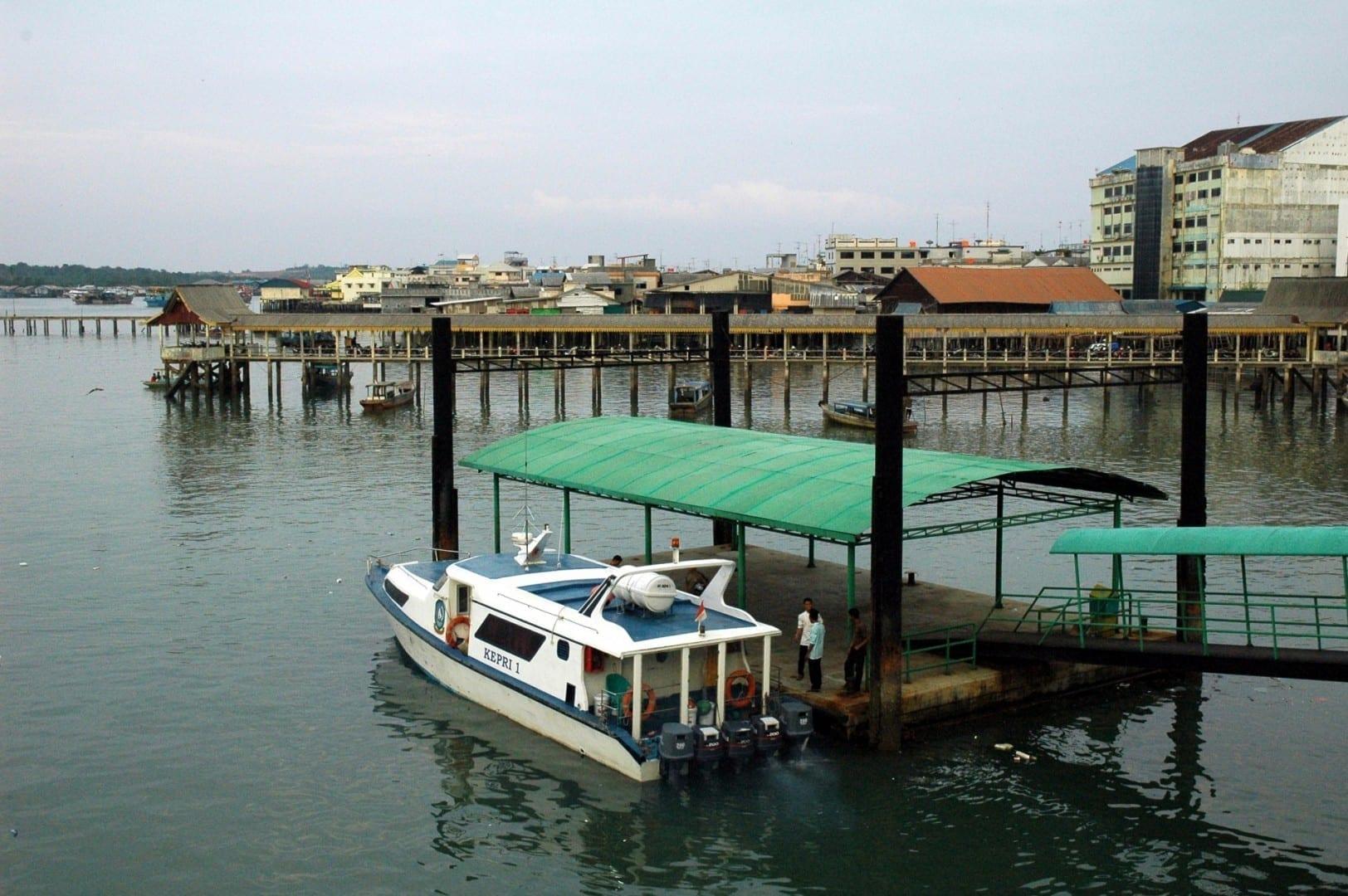 Vista de Tanjung Pinang desde la terminal del ferry Tanjung Pinang Indonesia
